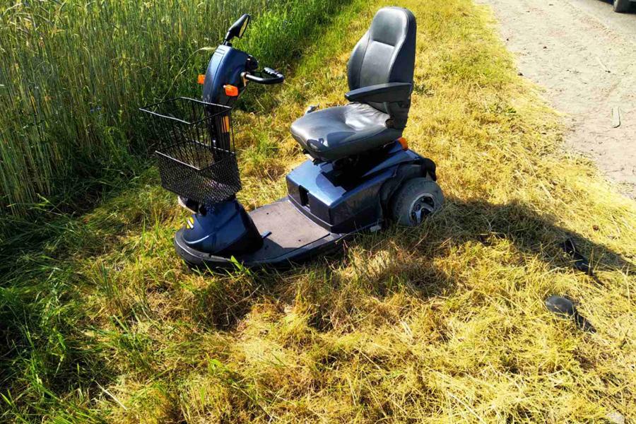 В Хойникском районе автомобиль сбил мужчину в инвалидной коляске