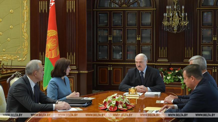 Предложения по новому составу правительства обсуждают на совещании у Лукашенко