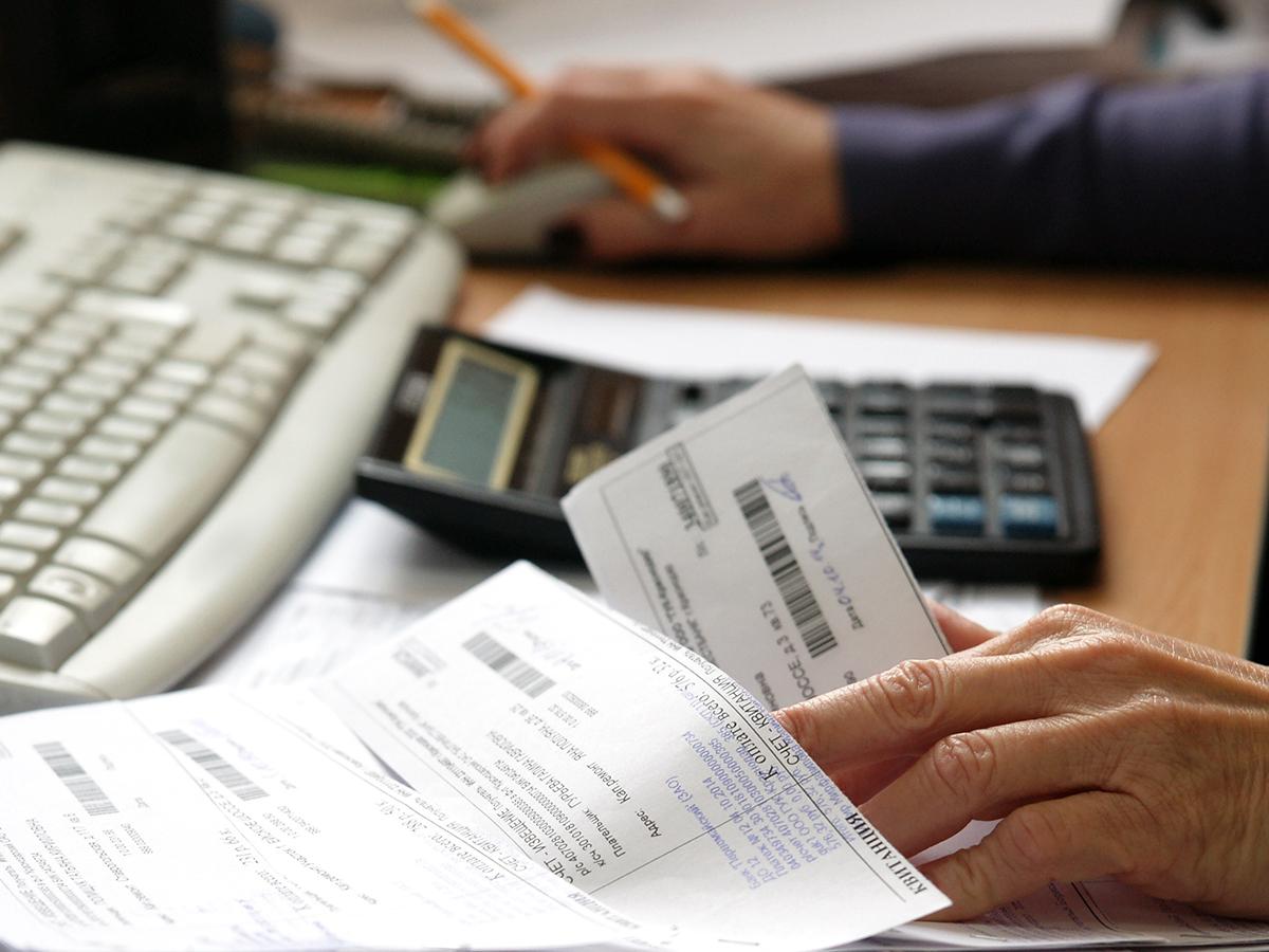 задолженность по оплате жилищных и коммунальных услуг