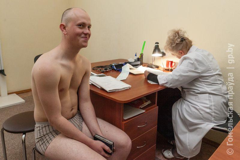 foto-kak-obsleduet-vrach-huy-domashka-russkaya-zrelie-pyanie