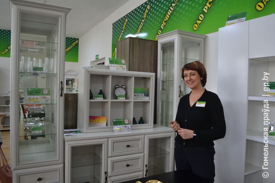 Продавец Татьяна Дейкун представила тумбу, полку и шкаф серии «Данте».